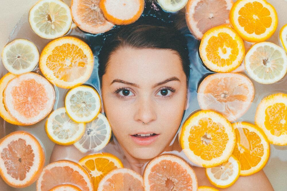 sinaasappelhuid bij een vrouw